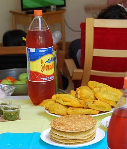 Zum 2:0 gibt es Maisarepas, Empanadas, Ají Picante und die in Südamerika überall beliebten Limonaden
