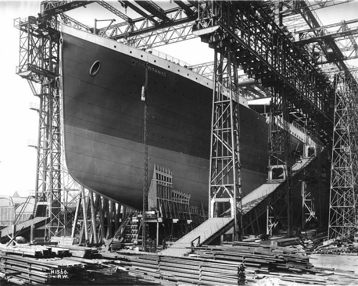 800px-RMS_Titanic_ready_for_launch,_1911
