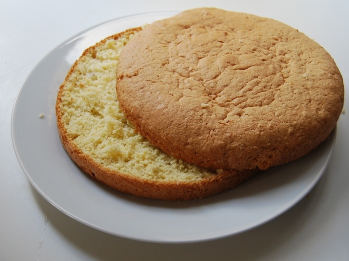 Pastel Tres Leches sponge cut