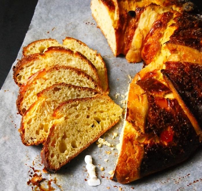 Rosca de Reyes slices