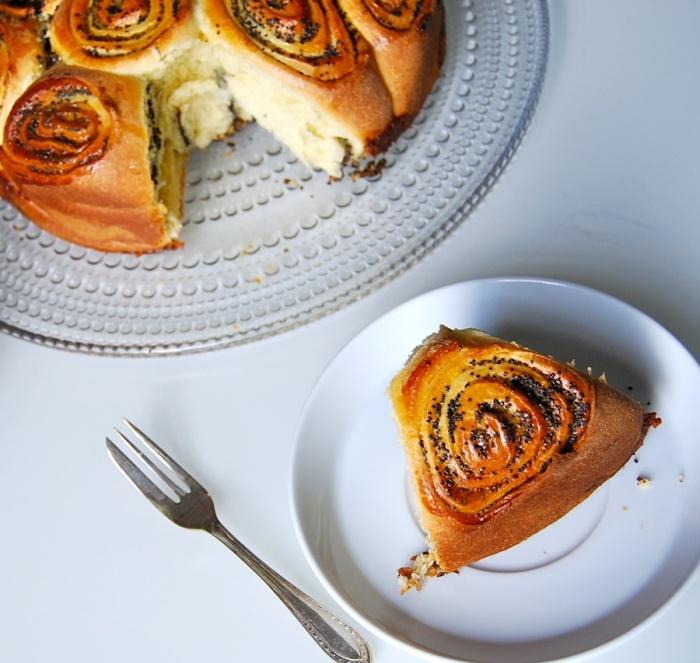 Poppy buns