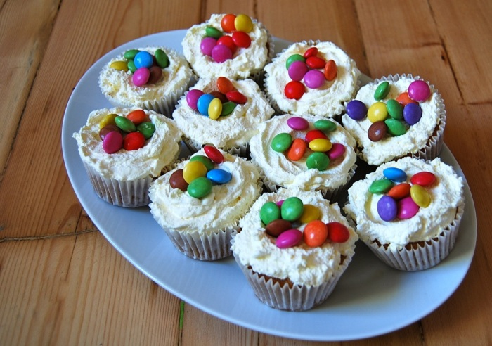 Pinata cupcakes 2